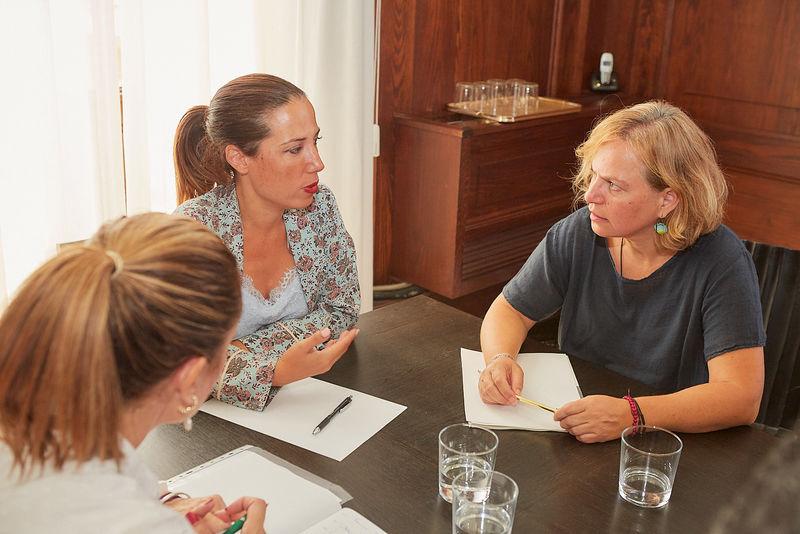 La alcaldesa de Santa Cruz de Tenerife se reúne con la dirección del Colegio Oficial de Trabajo Social