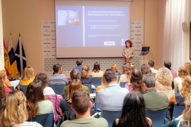 Foto de la acción formativa en el RGPD impulsada por la Concejala de Tecnología, Heriberta Granado.