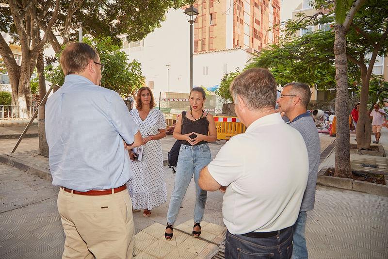 La alcaldesa supervisa la rehabilitación de 60 viviendas del barrio de La Victoria