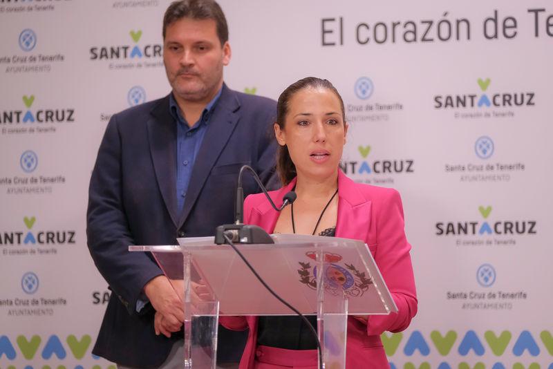 Foto de la alcaldesa en la rueda de prensa, con motivo de la presentación del refuerzo del transporte público durante el Carnaval 2020.