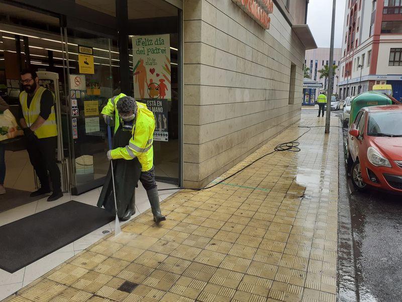 El Ayuntamiento de Santa Cruz pone en marcha un dispositivo extraordinario de limpieza y desinfección de las calles (AMPLIACIÓN)