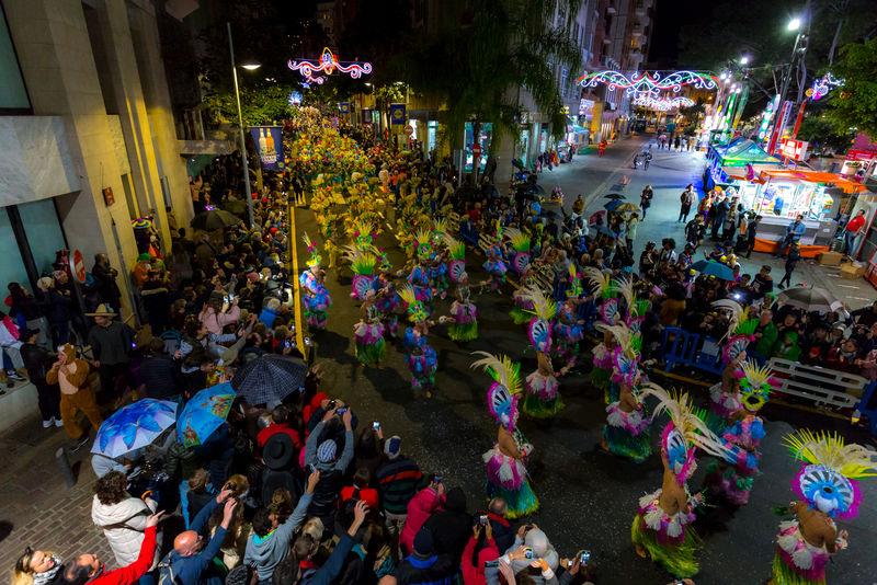 Santa Cruz de Tenerife se llena hoy de purpurina con la cabalgata anunciadora del carnaval de la calle