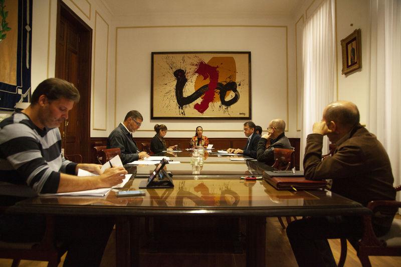 La alcaldesa de Santa Cruz traslada a los portavoces municipales las medidas del Consistorio capitalino para la prevención y contención del COVID-19