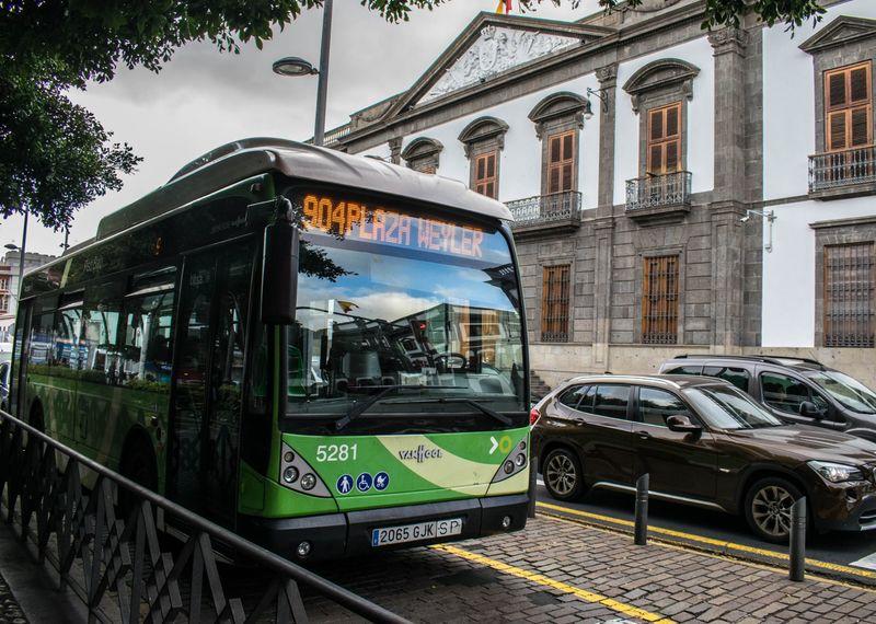La red urbana de guaguas de Santa Cruz realiza modificaciones temporales del servicio por seguridad ante el COVID-19