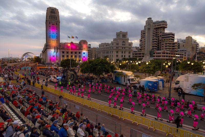El Coso Apoteosis pondrá mañana ritmo y color en su recorrido por las avenidas Francisco La Roche y Marítima