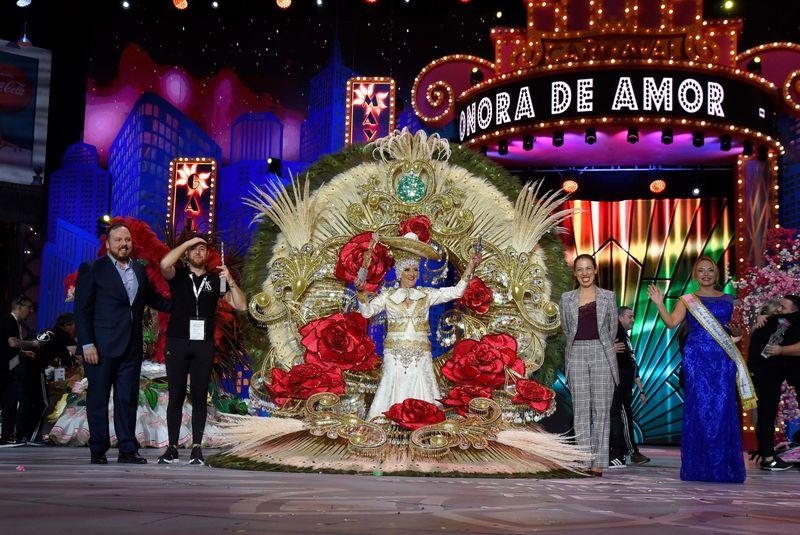 Consuelo Pérez se corona como Reina de las Mayores del Carnaval de Santa Cruz de Tenerife