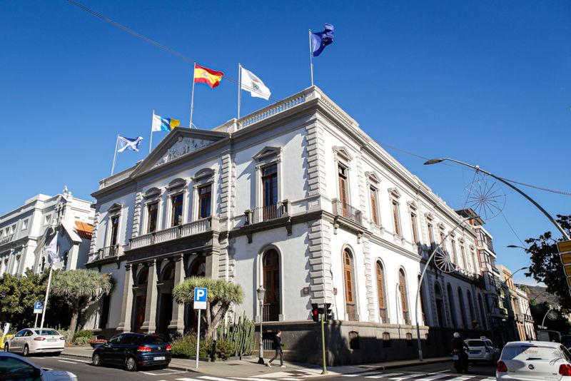 El Ayuntamiento de Santa Cruz declara la emergencia en el techado de las canchas deportivas de cinco colegios de la capital