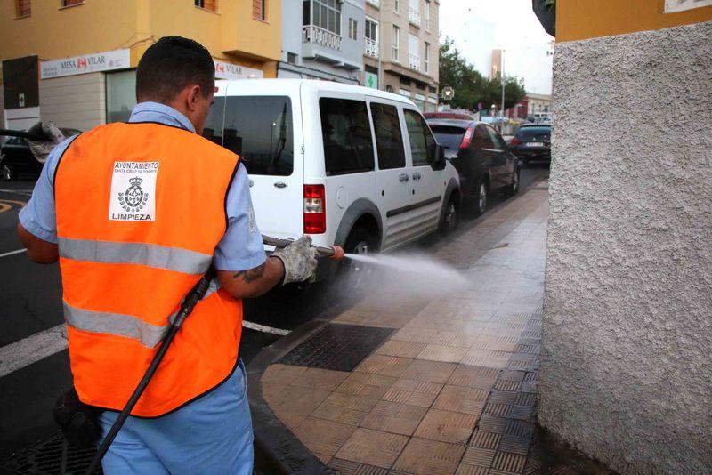 El Ayuntamiento firma el nuevo contrato de limpieza de la ciudad y velará activamente para que Santa Cruz esté limpia