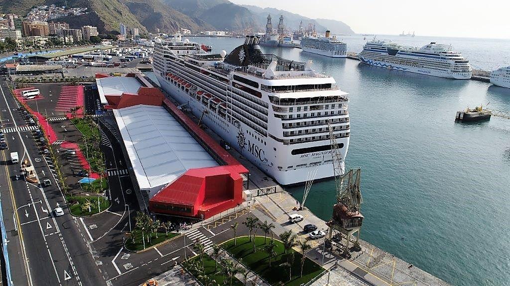 Detalle de la terminal de cruceros del Puerto de Santa Cruz de Tenerife.