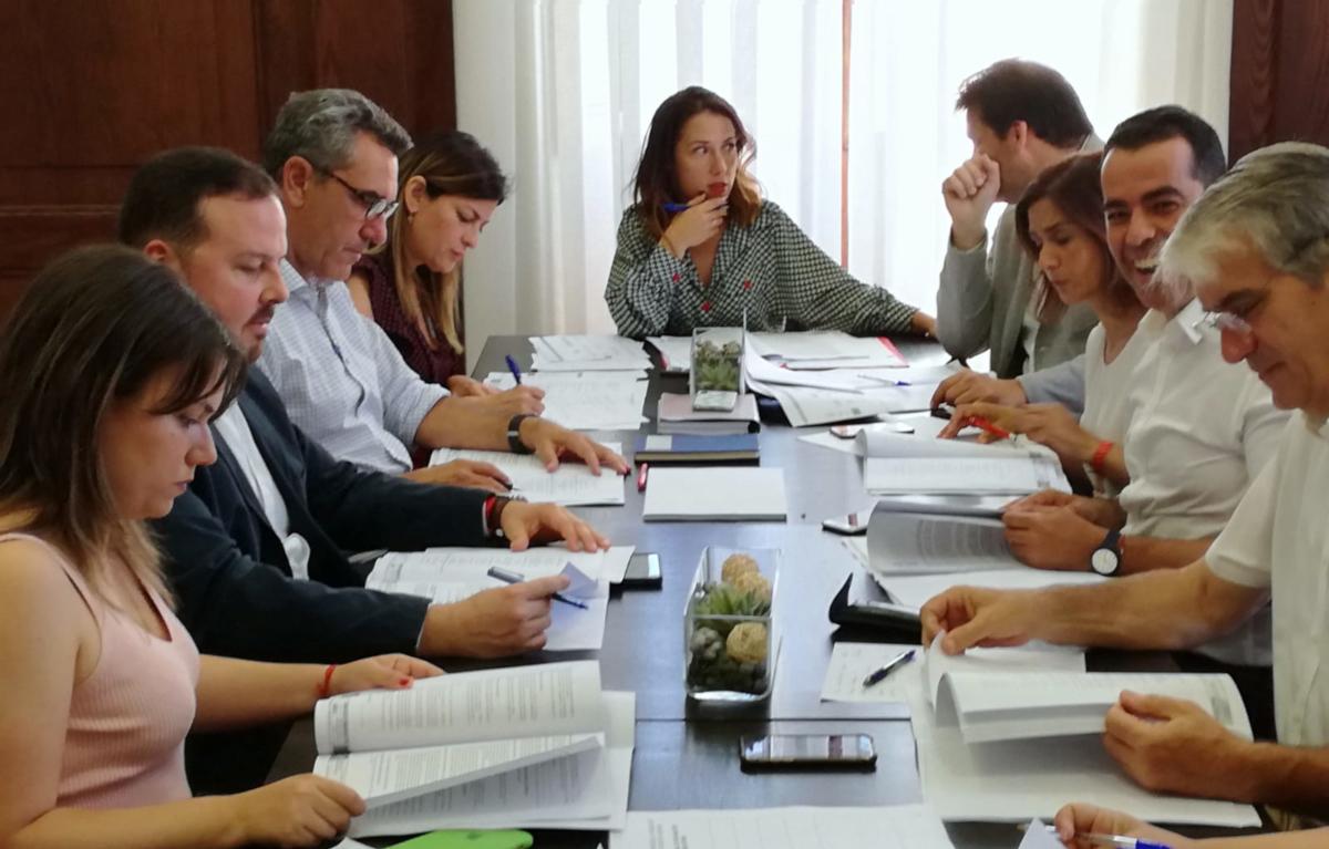 La Alcaldesa de Santa Cruz de Tenerife firma los nombramientos de los Tenientes de Alcaldes y fija las áreas de Gobierno